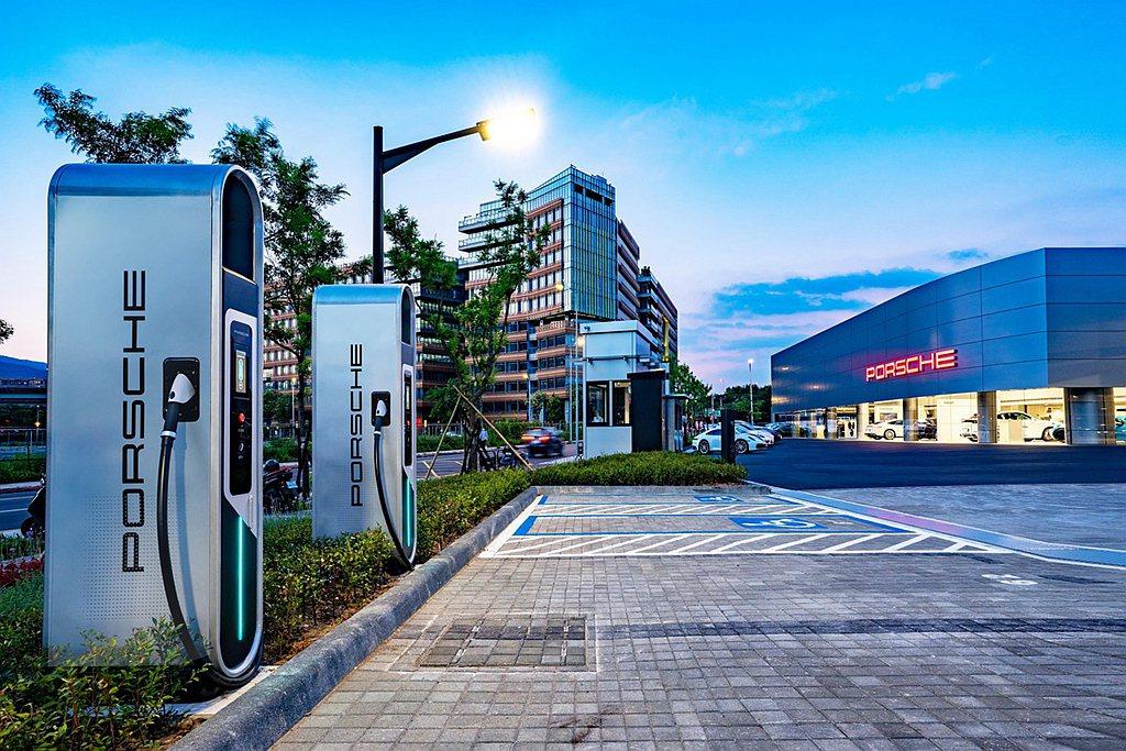 Porsche Turbo Charging高速充電站最高可達到320kW充電速...