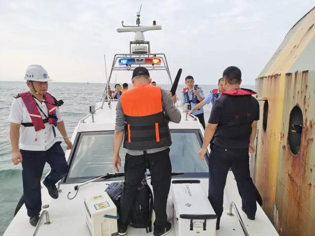 11名釣客日前違法在港珠澳大橋橋墩釣魚被捕。(取自《粵港澳大灣區發布》微信公眾號...