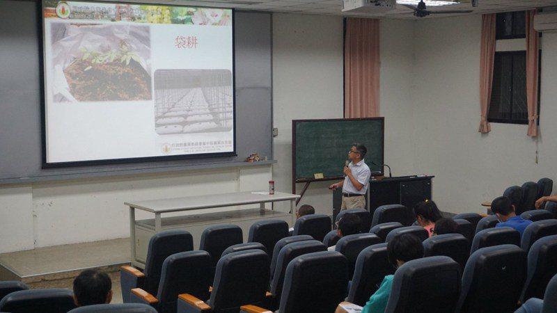 雲林農民大學十多年來培育不少新農民,成為雲林農業人才培育平台,今年開始招生歡迎報名。圖/擷自農民大學網頁