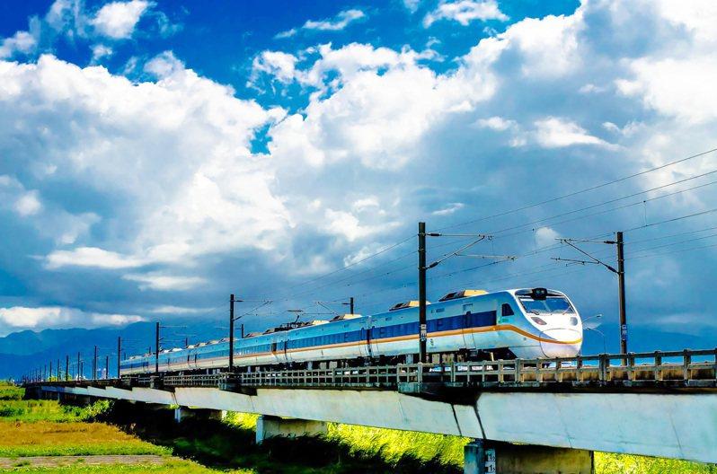 宜蘭人爭取12年的鐵路高架化工程,昨天行政院長蘇貞昌宣布全案核定。圖/宜蘭縣政府提供