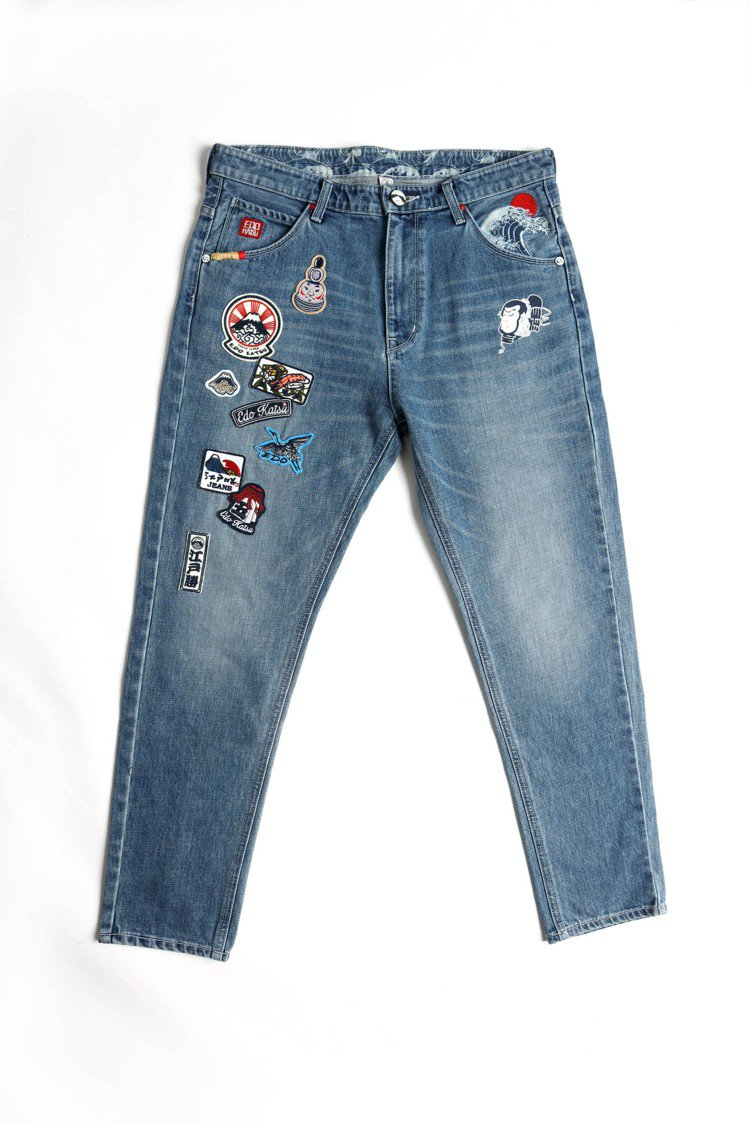 江戶勝經典徽章直筒牛仔褲,限量4件8,980元。圖/EDWIN提供