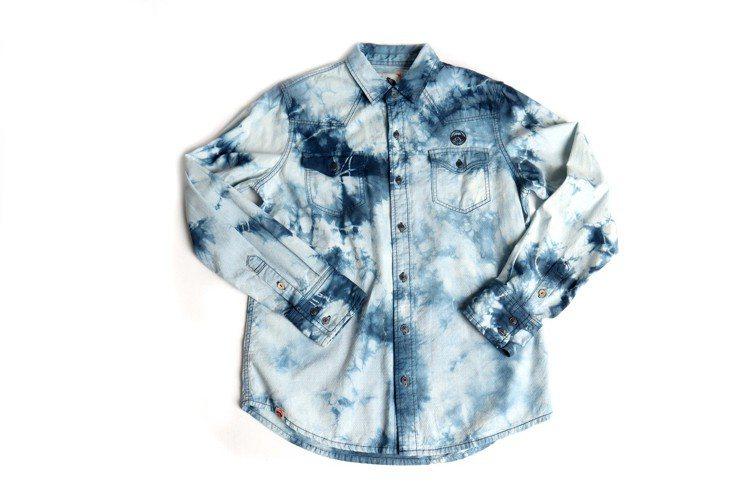 江戶勝綁染長袖INDIGO襯衫,限量10件3,980元。圖/EDWIN提供