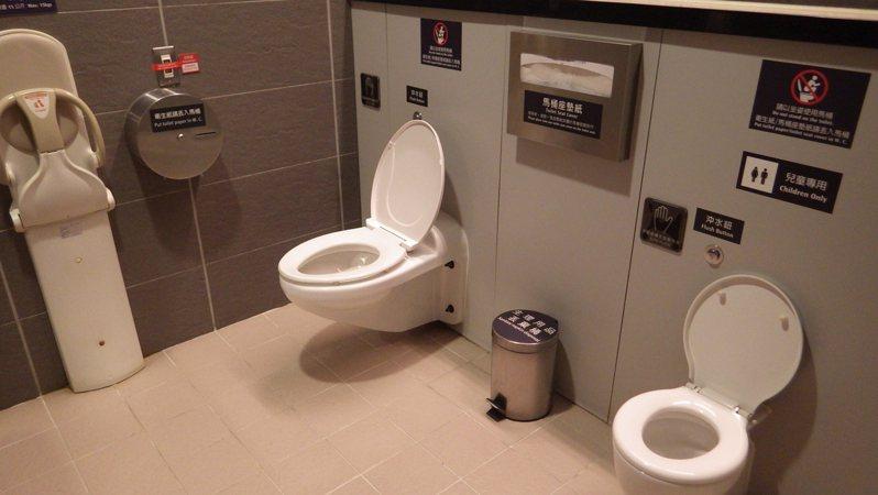 高鐵雲林車站貼心親子廁所。圖/環保署提供