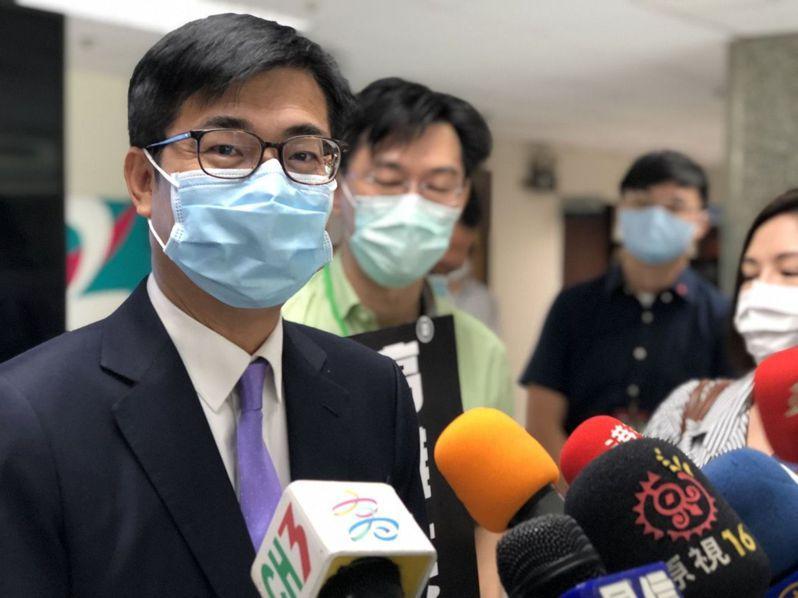 高雄市長陳其邁今受訪也鬆口,他前幾天有向蘇院長報告,地方疫苗施打狀況,高雄超前部署、四大族群優先施打,有秩序就比較不會亂。記者王慧瑛/攝影