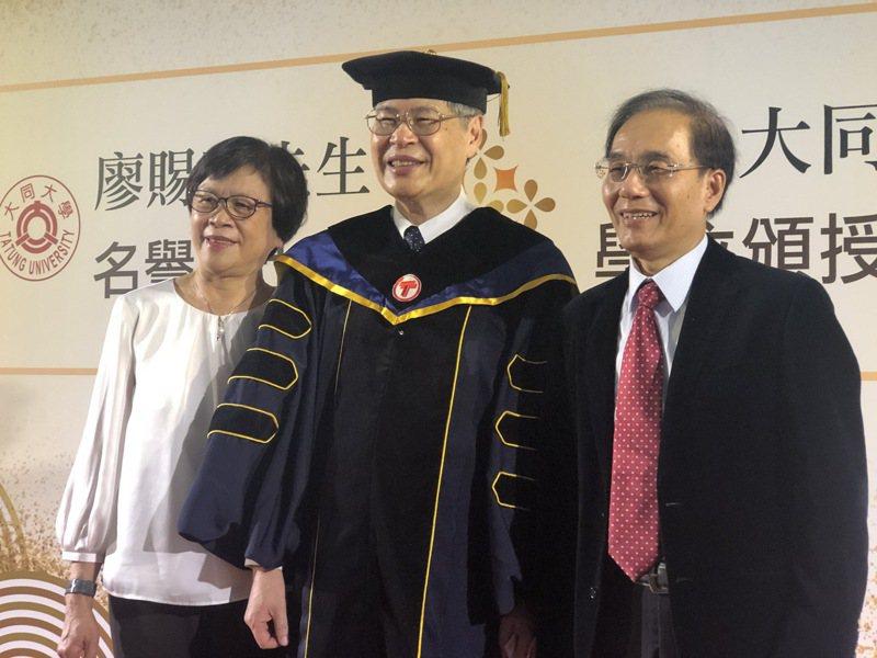 和碩總經理暨執行長廖賜政與夏普會長戴正吳,兩人在日本共事的時候為室友。大同大學/提供