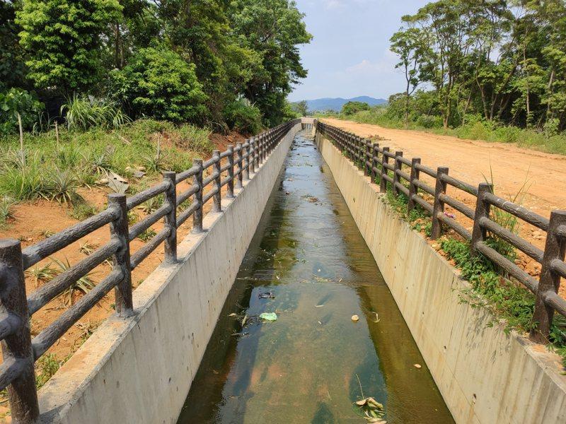 桃園市政府以總經費1.2億,建置全長2.6公里的興豐路排水改善工程,今天完工啟用,圖為明渠段完工照。圖/桃園市政府水務局提供