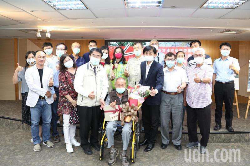 台南市政府今天為人間國寶許漢珍舉辦慶祝茶會。圖/市府提供