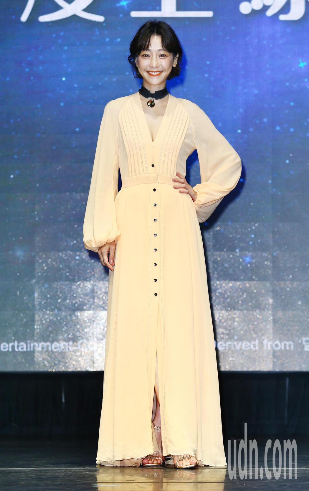 從模特兒出道的謝欣穎擔任手遊代言人為活動宣傳。記者杜建重/攝影