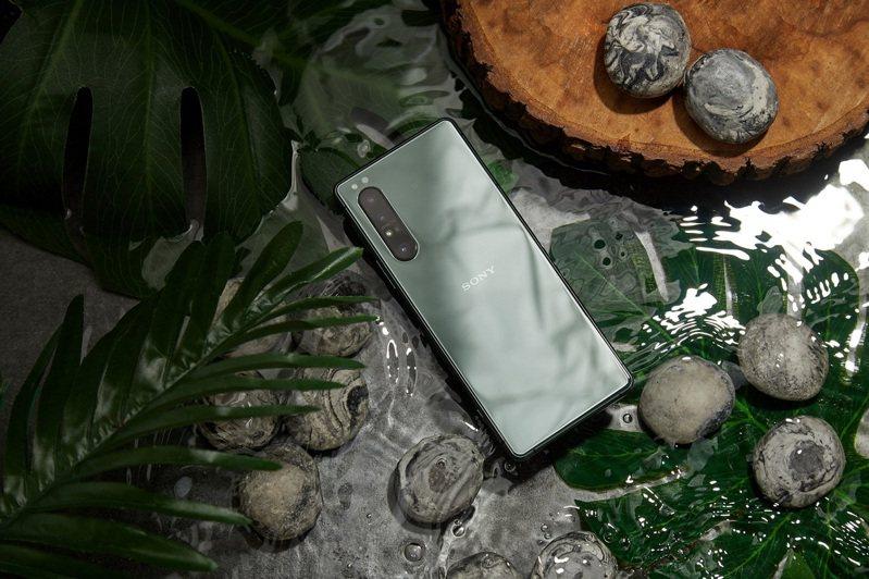 Sony Xperia 1 II限量推出絕美新色「鏡湖綠」,記憶體規格提升至12GB RAM。圖/Sony Mobile提供