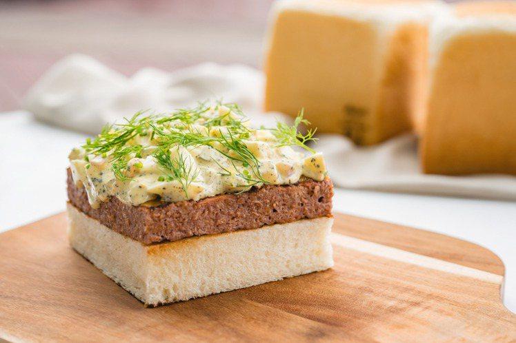 Wildwood未來肉排吐司,雙起司,松露蛋沙拉。圖/Wildwood提供。