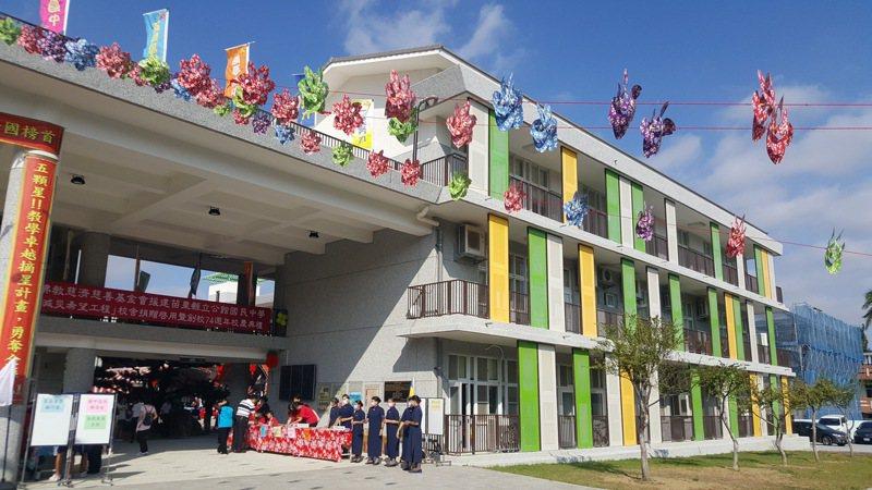 苗栗縣公館國中由慈濟援建的4棟校舍昨天落成。記者胡蓬生/攝影