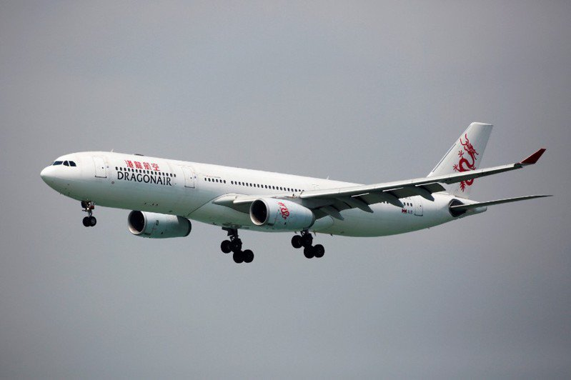 新冠肺炎疫情重創國泰航空集團,國泰港龍航空更將從今天起走入歷史。路透