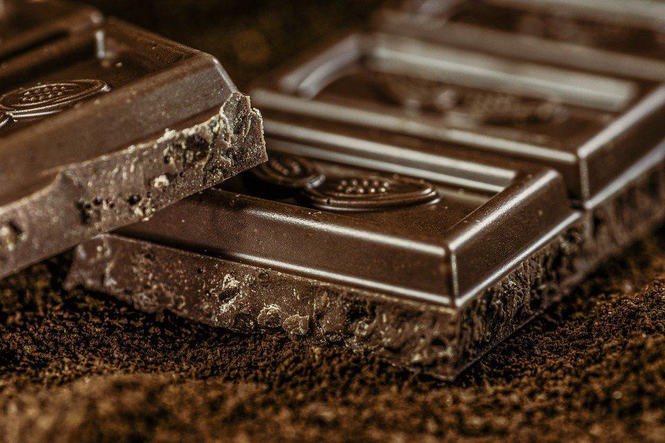 巧克力含有有益健康的抗氧化物-黃酮類化合物(Flavonoids)能增加身體一氧...