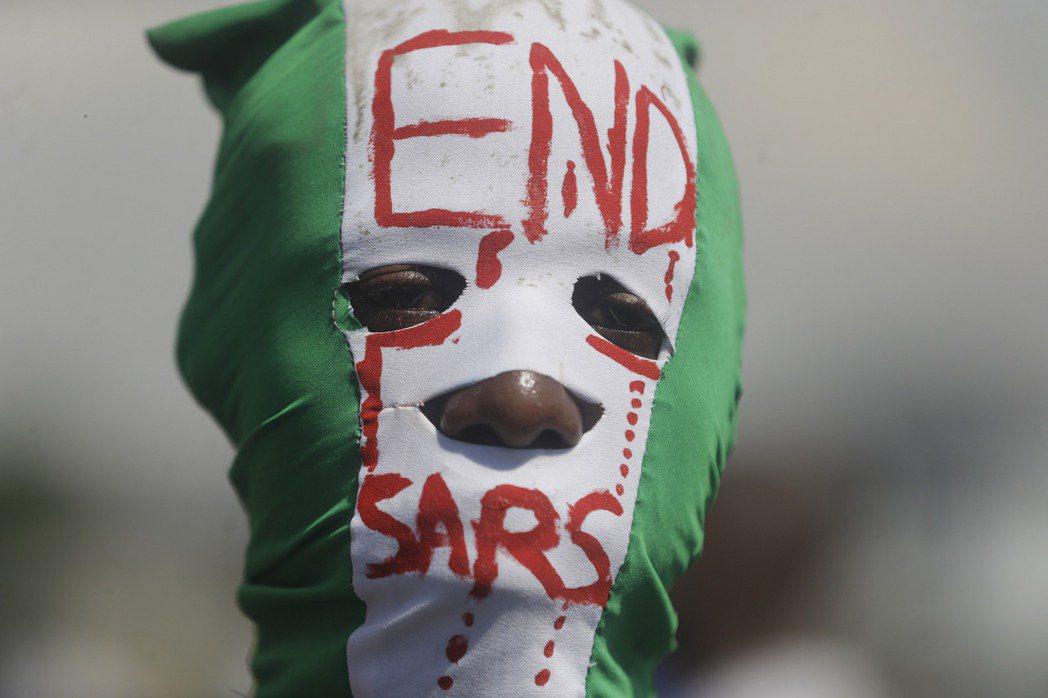 一開始,#EndSARS只被視為「例行的反警暴遊行」,但在2020疫情壟罩下,民...