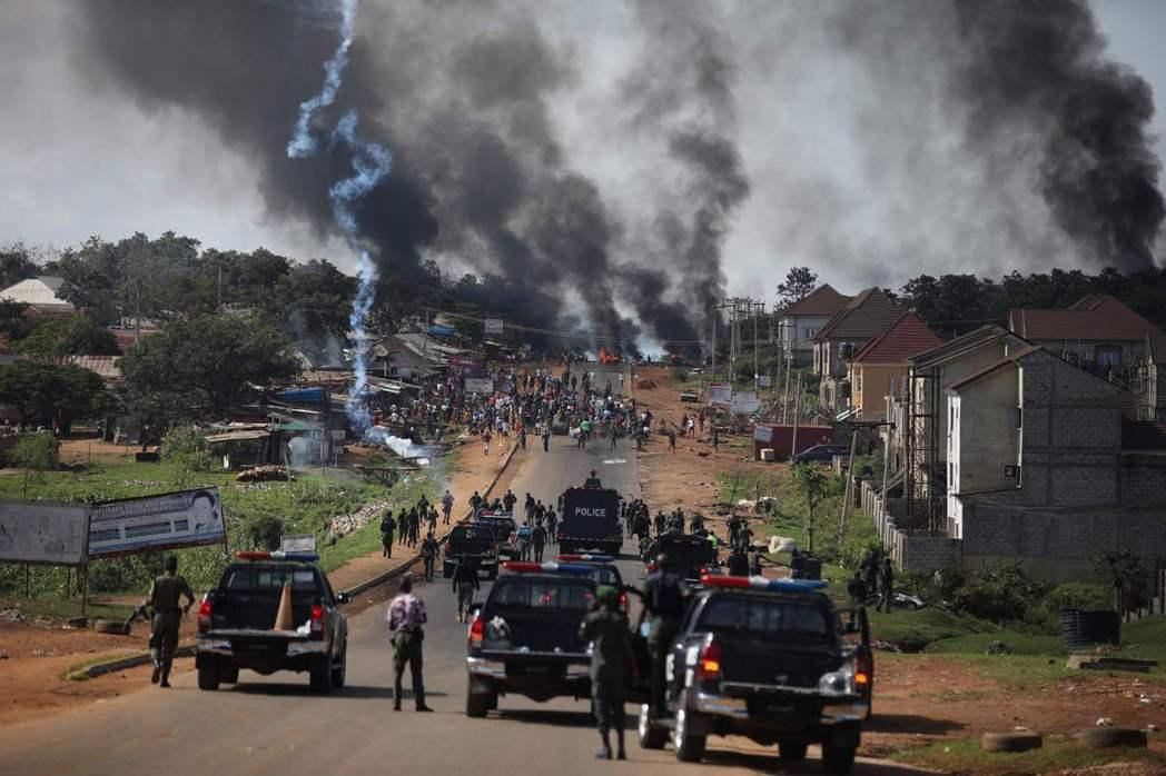 奈及利亞10月開始爆發全國性的大規模抗爭。反抗對象原是手段爭議的警察「反強盜特殊...
