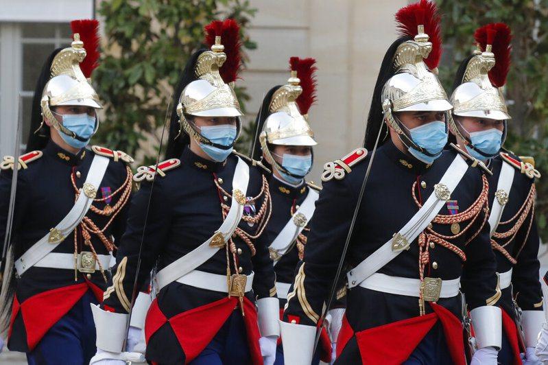 歐洲疫情再起,法國10月17日起實施四周宵禁,範圍包括巴黎、馬賽等九個大城市。 美聯社