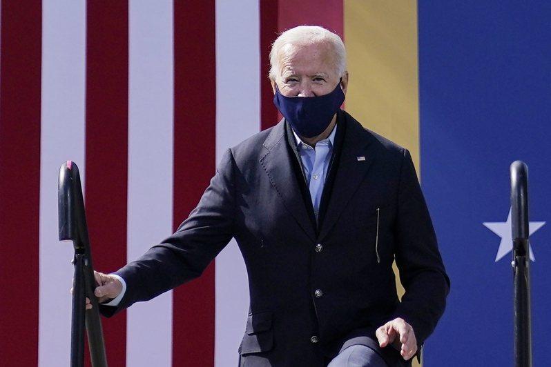 民主黨總統候選人白登近日深車簡出,全力準備22日與川普的最後一場辯。(美聯社)