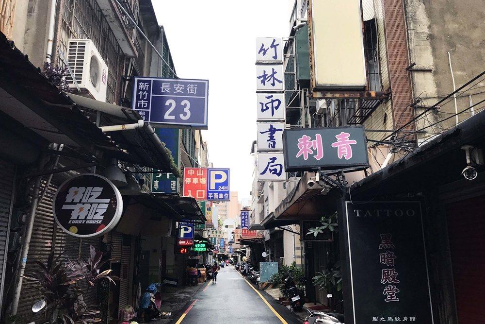 目前全台灣唯一僅存、至今仍持續印刷販售歌仔冊的老書店——竹林印書局。 圖/作者自攝