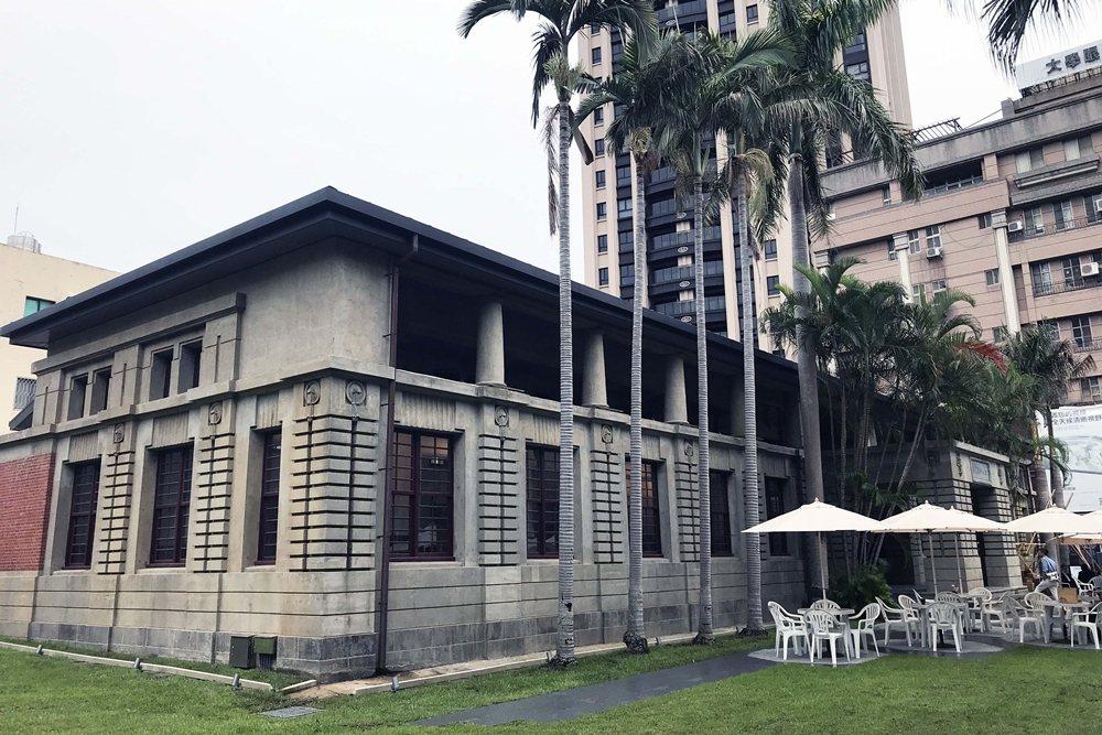 一處蘊藏著歷史記憶、作為文化地標的公共圖書館建築,往往能讓城市本身更有魅力。圖為近日重新開放的新竹州圖書館。 圖/作者自攝