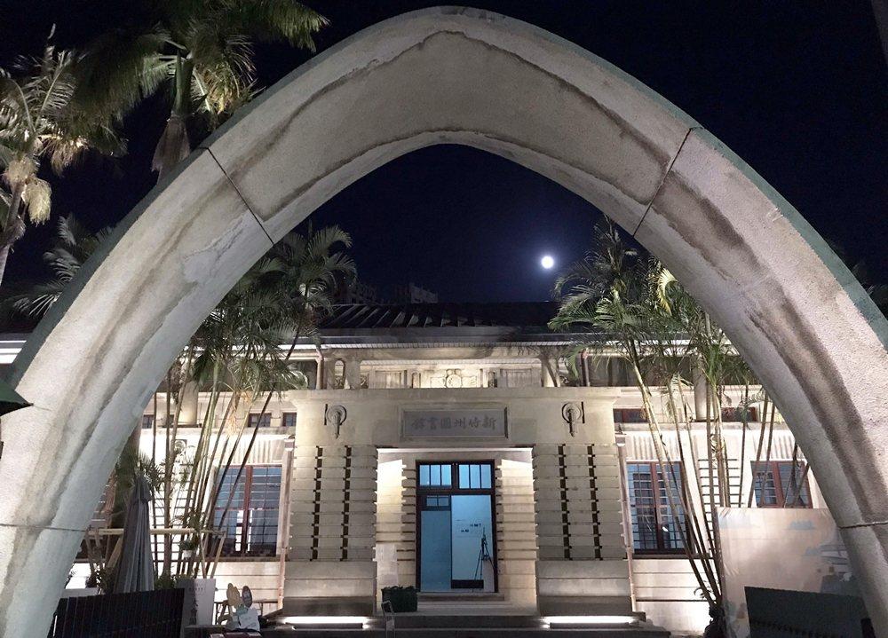 因「新竹州圖書館」的重新復活,新竹市民多了一處美麗空間留住歷史記憶。 圖/作者自攝