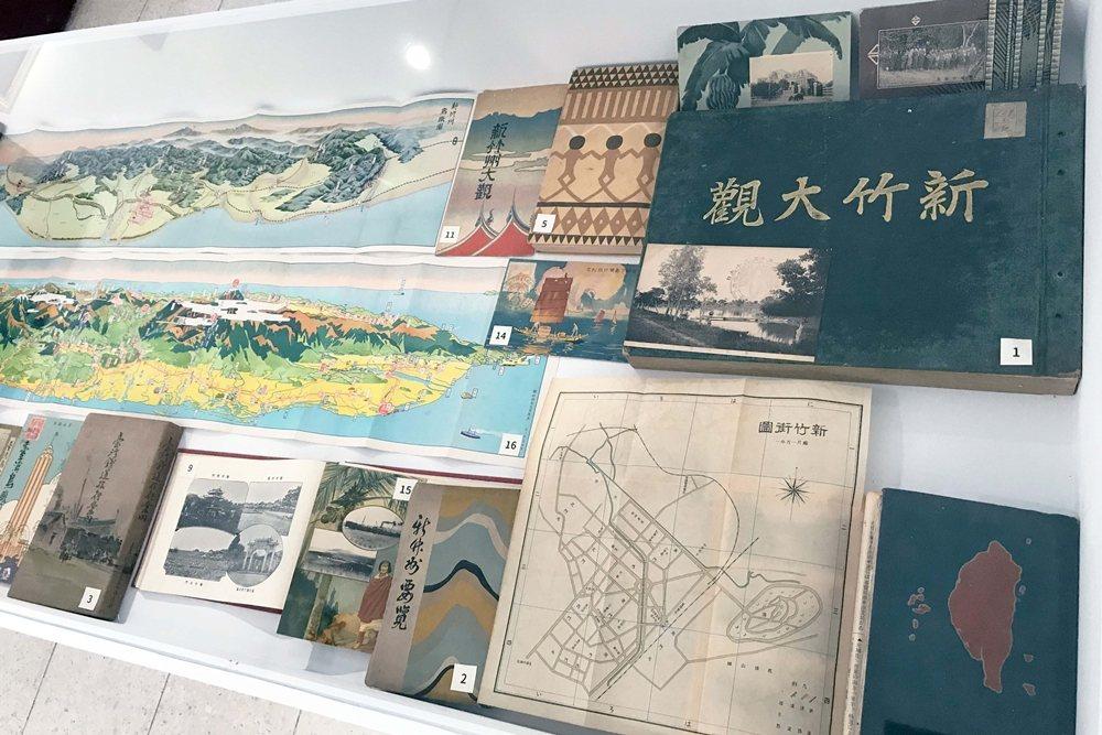 1928年日籍學者高木正信編纂、詳盡記錄在地風土名勝與各官署職員訊息的珍貴寫真史料《新竹大觀》。 圖/作者自攝