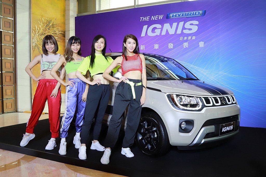 小改款Suzuki Ignis採用全新四孔進氣鍍鉻水箱護罩與前、後保桿設計,搭配...