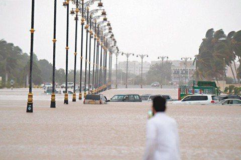去20年全球天然災害較前一個20年大增近一倍,主要歸咎於氣候變遷。圖為2018年...
