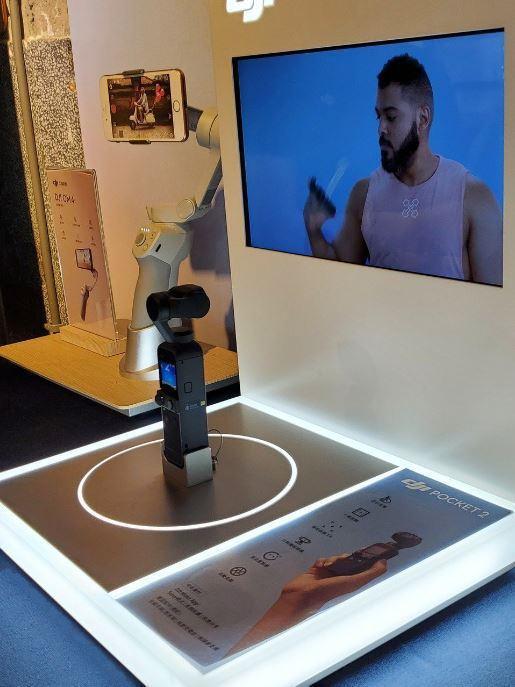 聯強國際表示,口袋相機DJI Pocket 2具備秒速開機、極速精準定位與對焦、智能跟隨3.0技術,以及媲美電影設備的高端智能收音功能,堪稱社群分享神器。記者鄒秀明/攝影