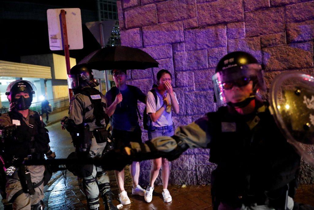 女性抗爭者可能比男性更容易受到騷擾、攻擊與暴力。攝於2019年10月,香港。 圖/路透社