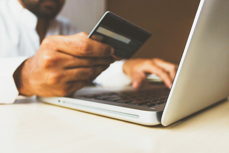 網購是現代人習慣的購物方法之一,但在這之中常造成許多的資源浪費。 圖/pixab...
