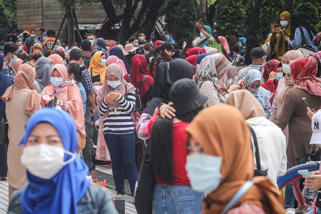 截至109年6月止,共有5萬461名失聯移工在台流動,其中生理女性有3萬379人。示意圖。 圖/聯合報系資料照