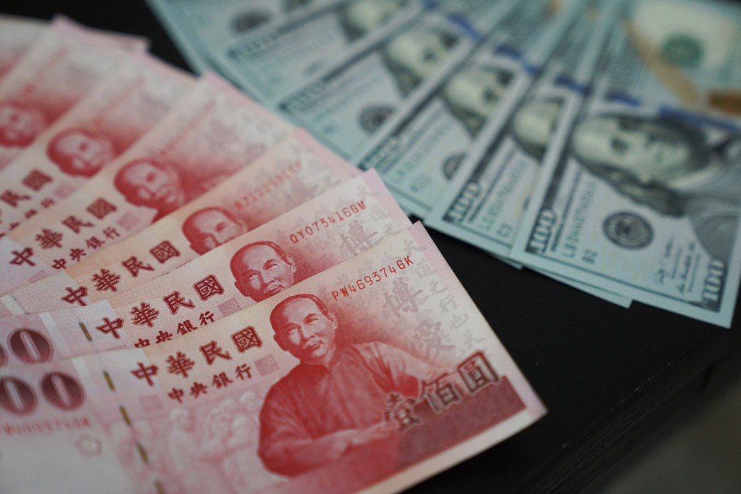 新台幣對美元「28字頭」恐成新常態。中央社