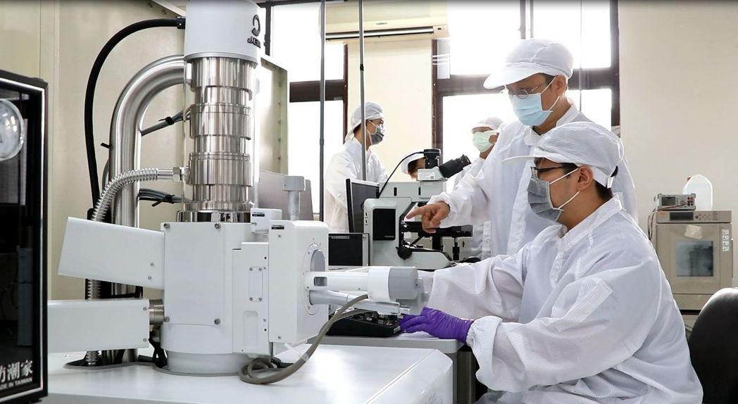 「半導體封裝測試類產業環境人才培育工廠」建立以產業為需求的培育機制及擬真的教學實...