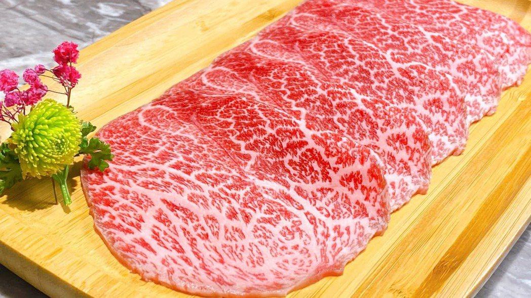 「日本和牛無限放題」餐點,採用日本頂級 A5 和牛。肉懷食/提供
