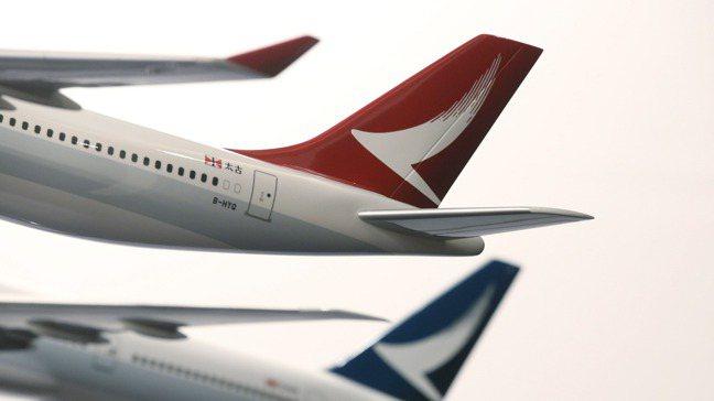 國泰航空今天宣布中止港龍航空營運,止血等待市場回春。 美聯社