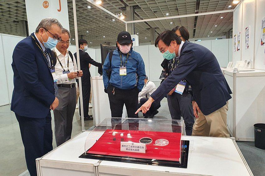中科院展出光電追蹤系統等14項技術成果,展現多年深耕光電領域之科研能量與實力。 ...