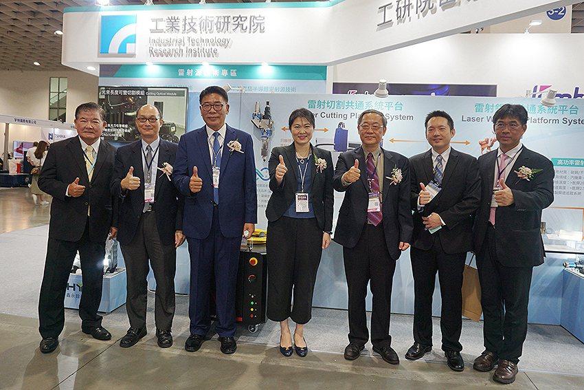 工研院在2020臺灣國際雷射展上展現精湛光製造工藝,推動臺灣智慧製造再升級。臺灣...