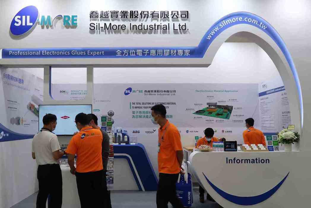 喬越集團參加台灣電路板產業展,展出5G高性能導熱材料。 李炎奇/攝影