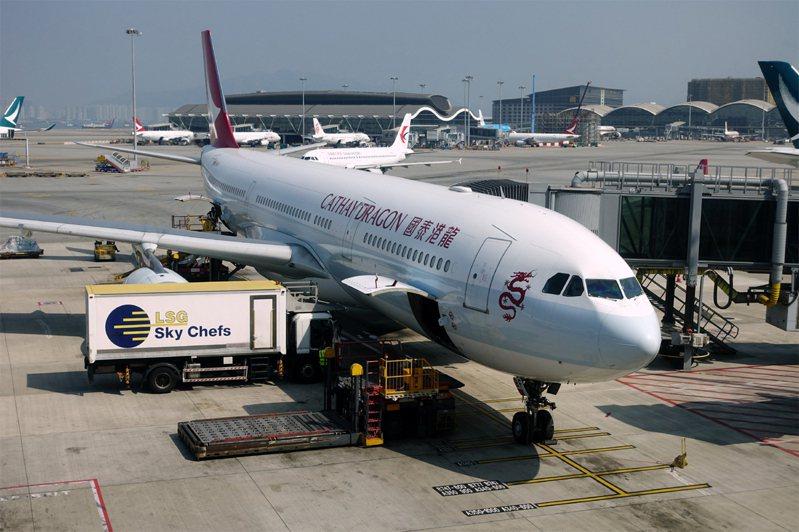 國泰航空(0293.HK)公佈集團重組計劃,國泰港龍當天開始停止營運,同時裁員8500人。中新社