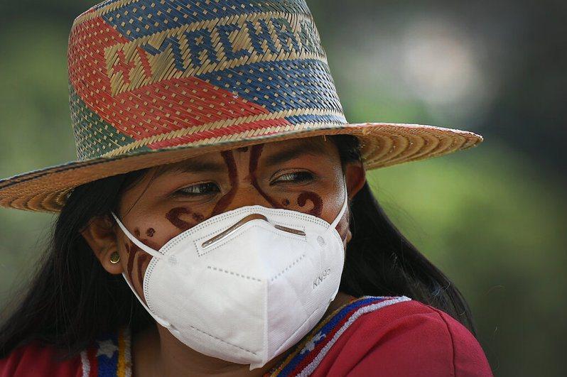委內瑞拉是拉丁美洲第一個收到疫苗的國家,總統馬杜洛表示,年長者與有疾病患者將優先施打,但所有國民都會接種到。 美聯社