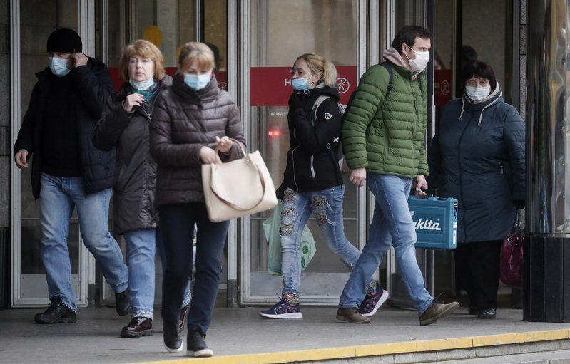 俄羅斯今天通報新增1萬5700起確診病例,又有317人不治,是單日新高紀錄。 歐新社