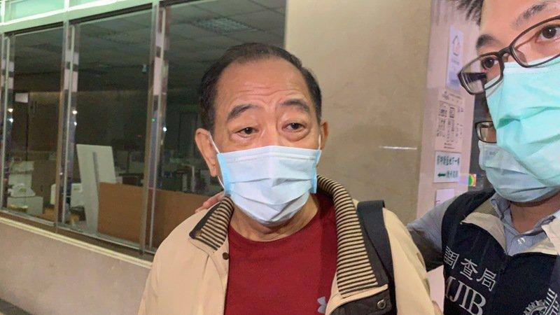 台北地檢署複訊後,今清晨依違反國家情報工作法聲押禁見軍情局退伍上校張超然。記者賴佩璇/攝影。