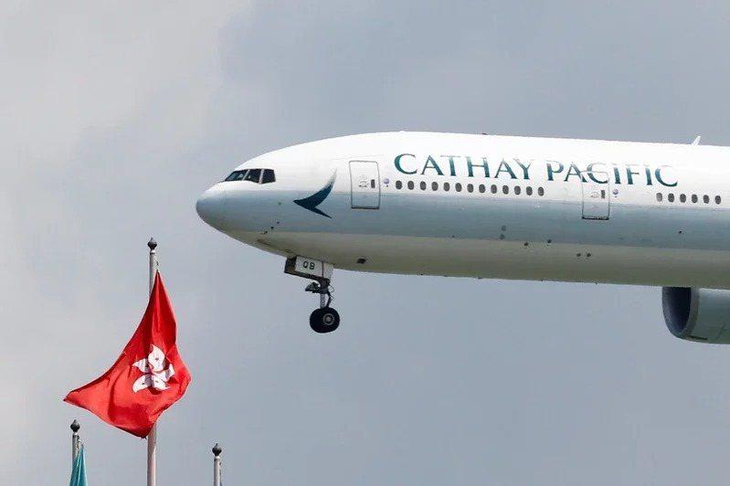 國泰航空今天宣布大裁員並收掉港龍航空。 路透