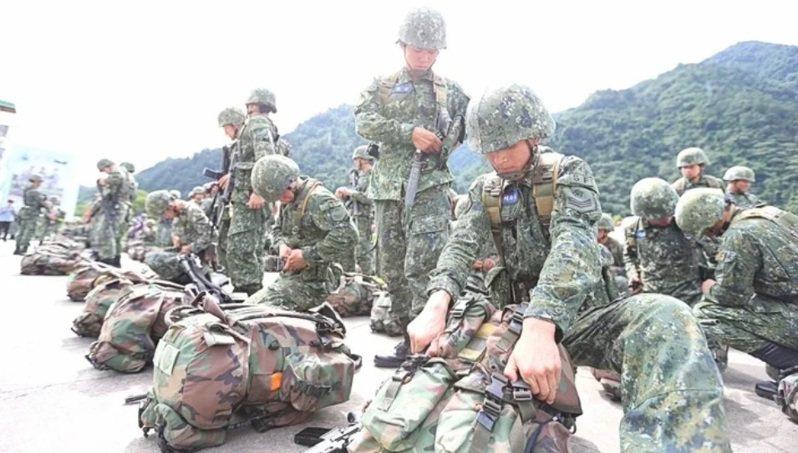 國防部明年元旦將完成擴編12個主力的「灘岸守備」後備旅。圖/軍聞社