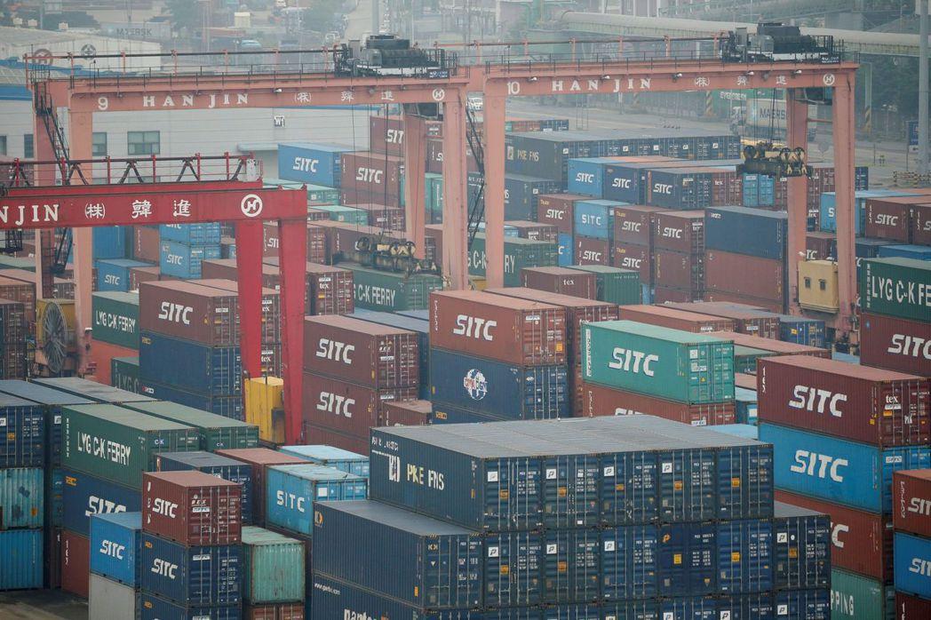 因工作天數較少,南韓10月前20日出口下滑5.8%。路透