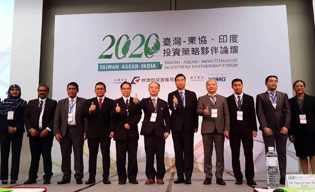 「台灣-東協、印度投資策略夥伴論壇」21日在台北舉辦有三場議題論壇,並提供一對一...