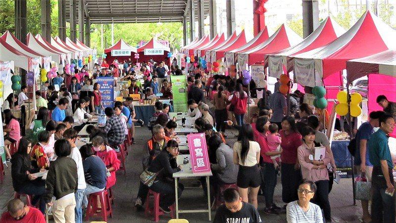 勞動部雲嘉南分署周六將在新營辦大型徵才,提供600個職缺。圖為往年辦理情形。圖/雲嘉南分署提供