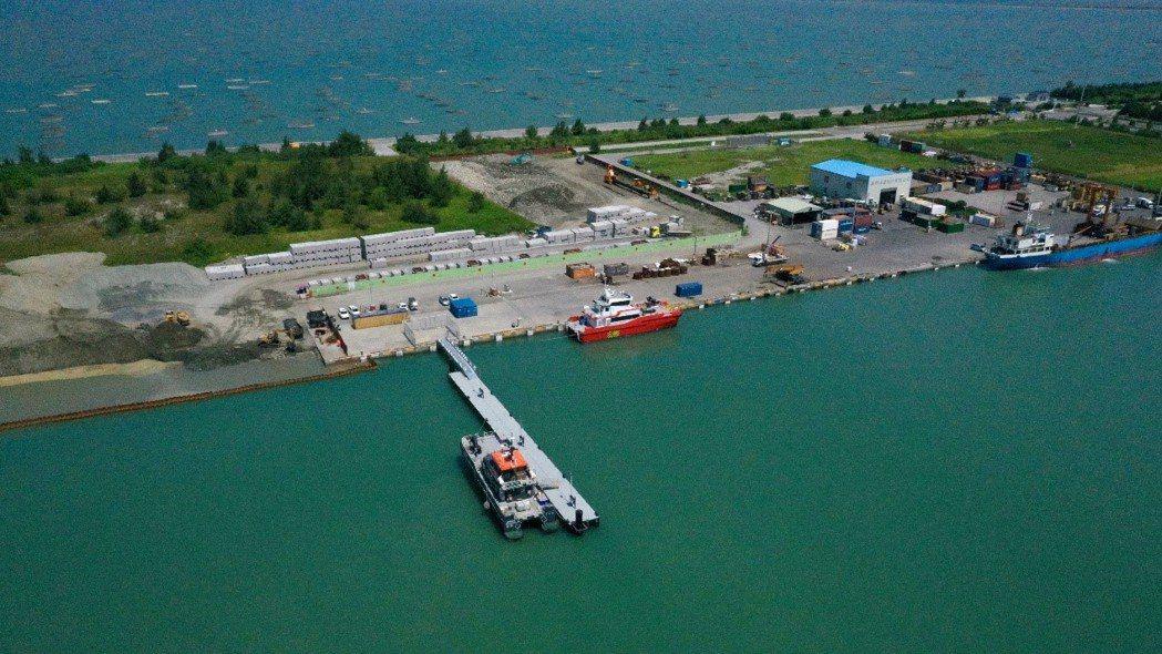 布袋港的允能風場運維基地。圖/台中港務分公司提供
