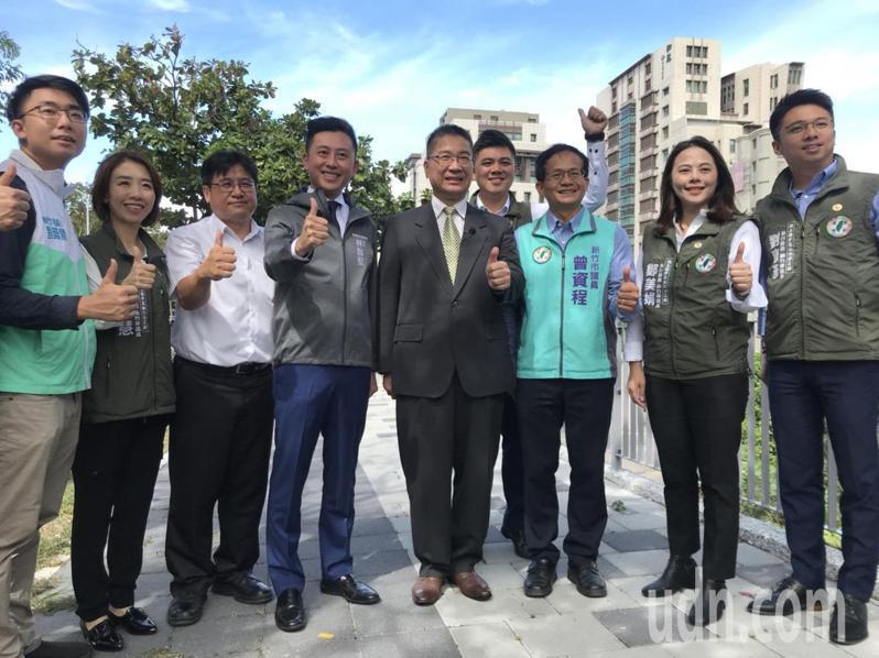 內政部長徐國勇今在市長林智堅陪同下訪視公道五路人行道。記者王駿杰/攝影