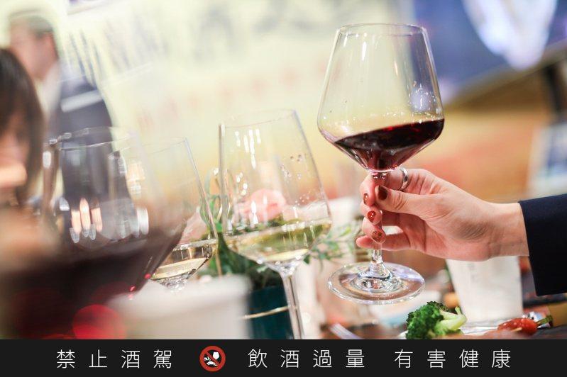 後疫情時代,讓消費者在家飲酒的需求大增。記者/吳致碩攝影。  ※ 提醒您:禁止酒駕 飲酒過量有礙健康